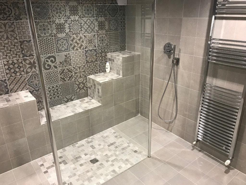 Carrelage de salle de bain : 4 conseils pour choisir