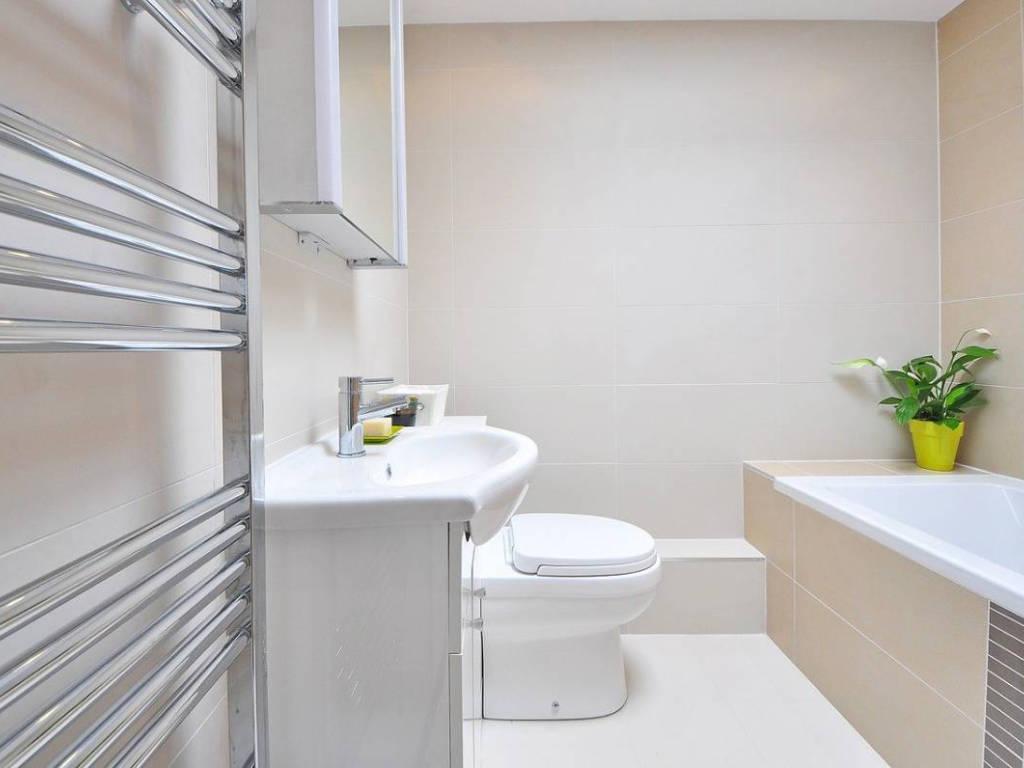 Aménager sa salle de bain : vérifier les arrivées d'eau
