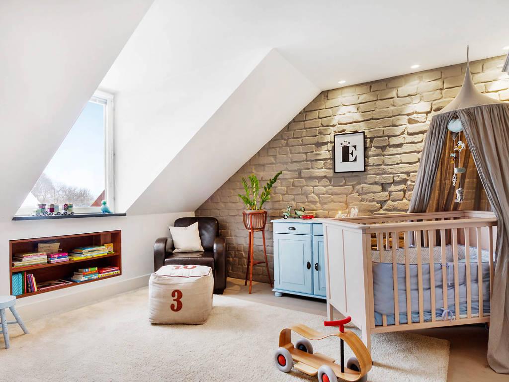 Chambre de bébé sous les combles