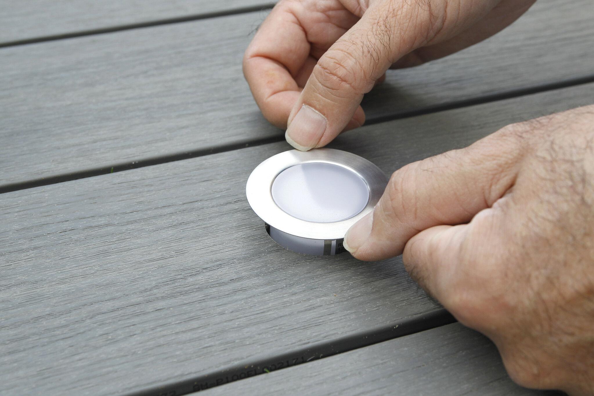 Préparer le perçage lame de terrasse pour encastrer sport LED
