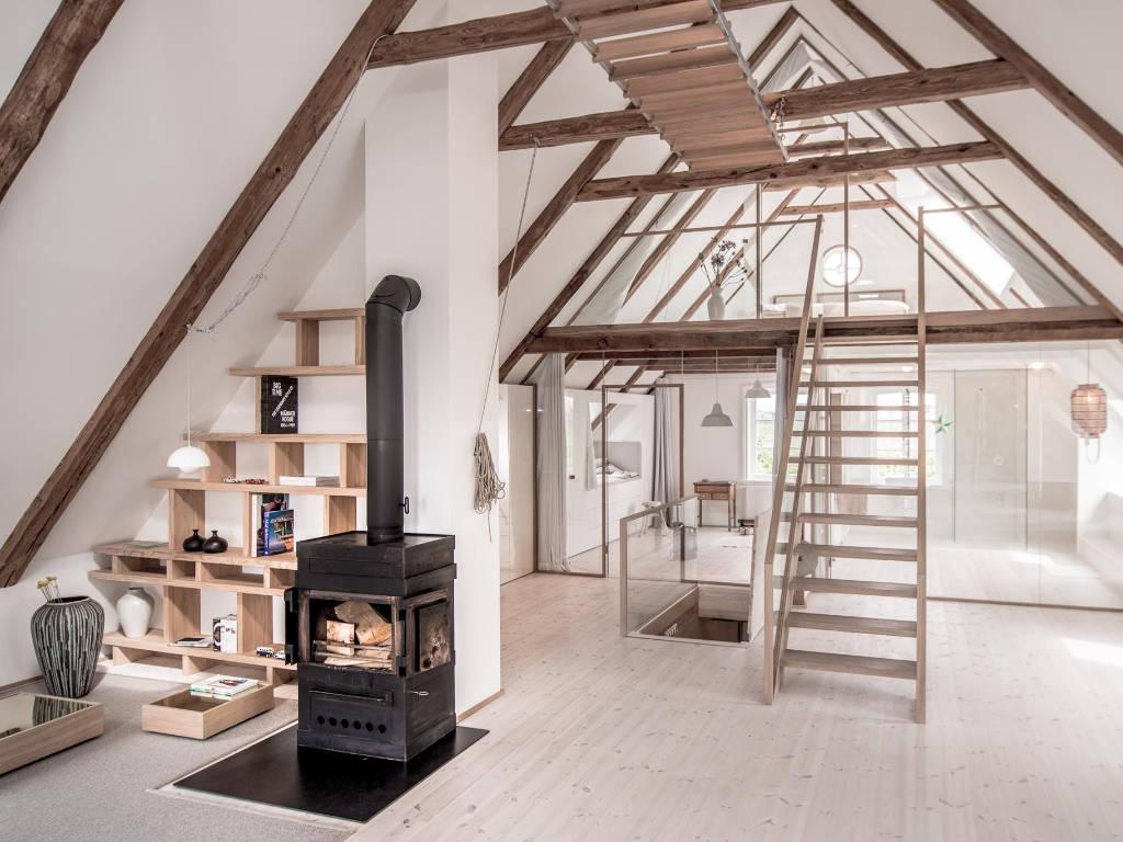 Combles aménagés dans un style loft