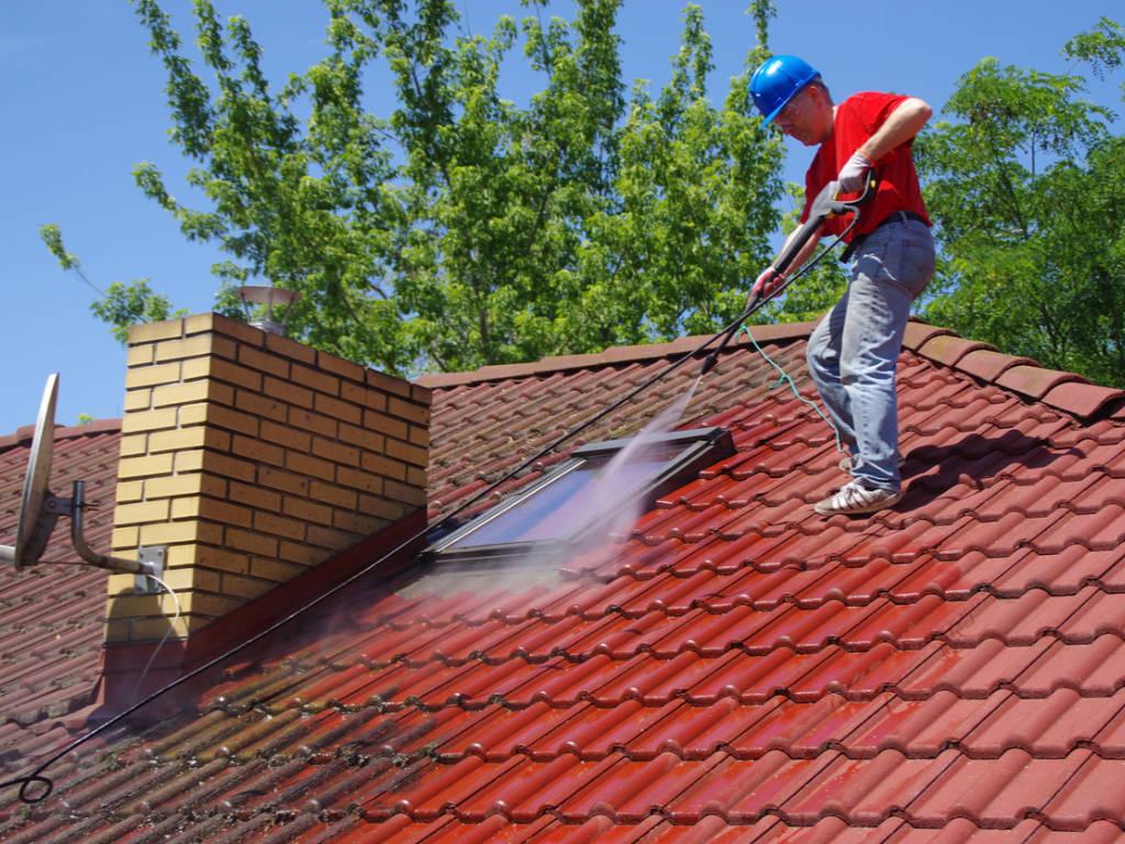 En quelle saison nettoyer sa toiture ?