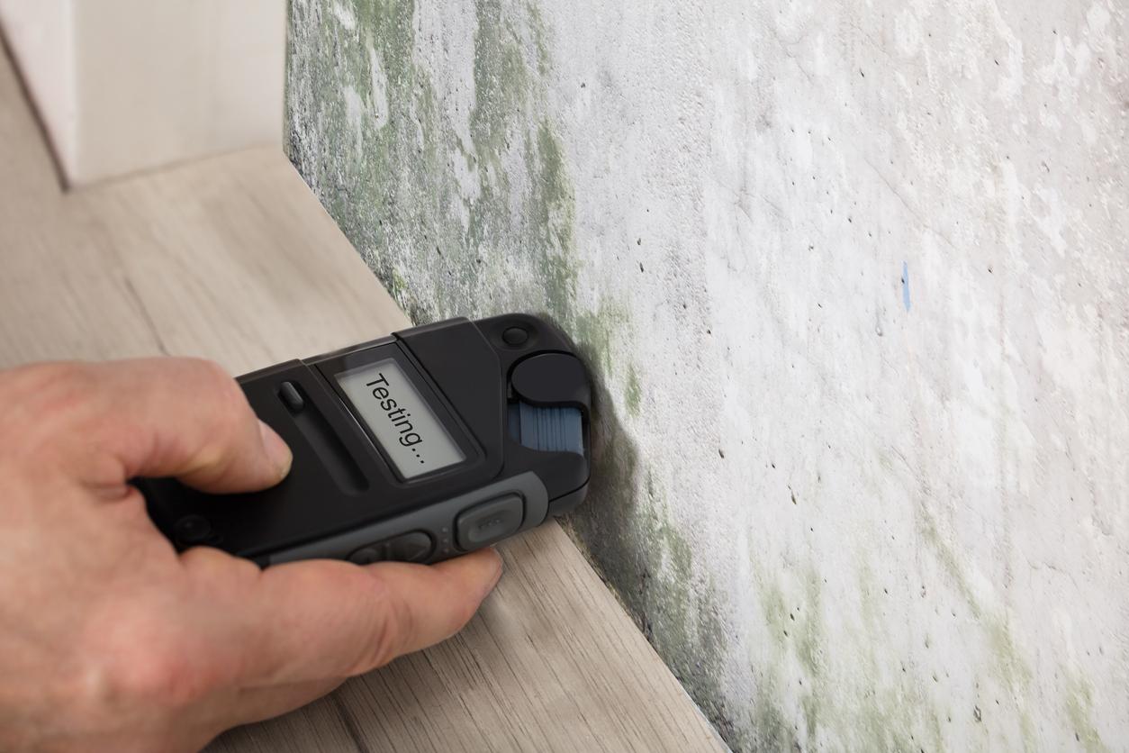 Appareil pour mesure l'humidité sur un mur
