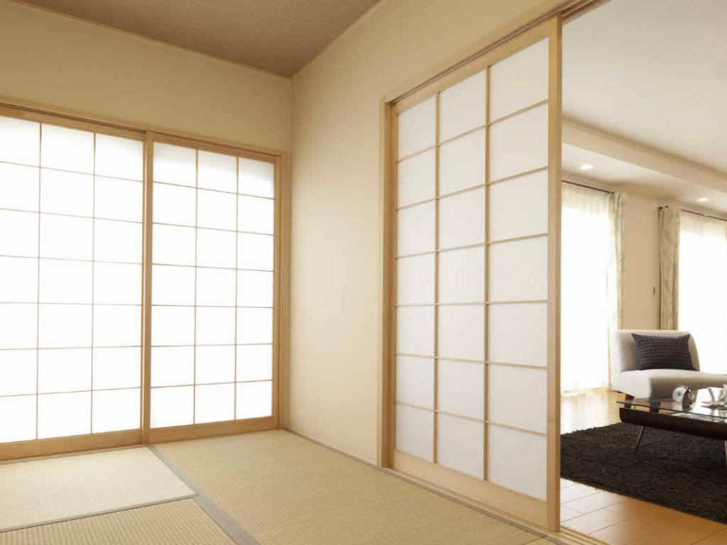 Panneaux coulissants japonais et leur utilisation dans l'habitat japonais
