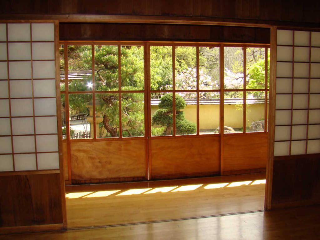 Pourquoi les japonais préfèrent les portes coulissantes