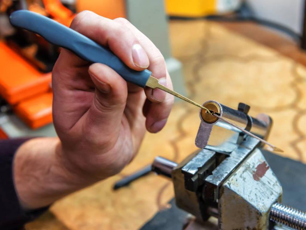 Travaux de rénovation : à quels artisans professionnels faut-il se fier ?