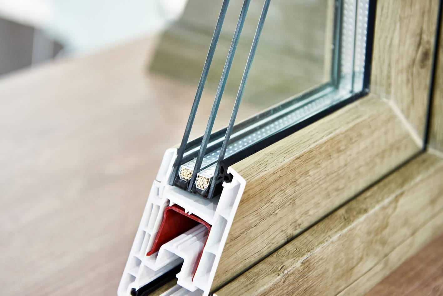 Détail sur le profilé d'une fenêtre triple vitrage
