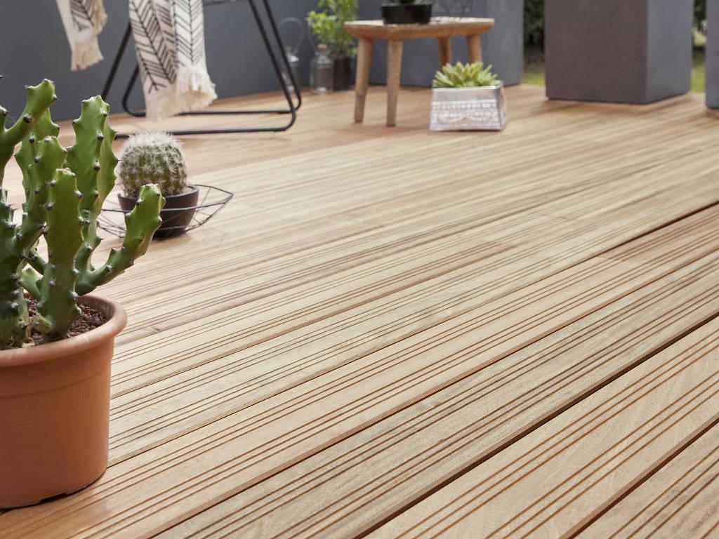 Terrasse en bois traditionnel, charme et authenticité