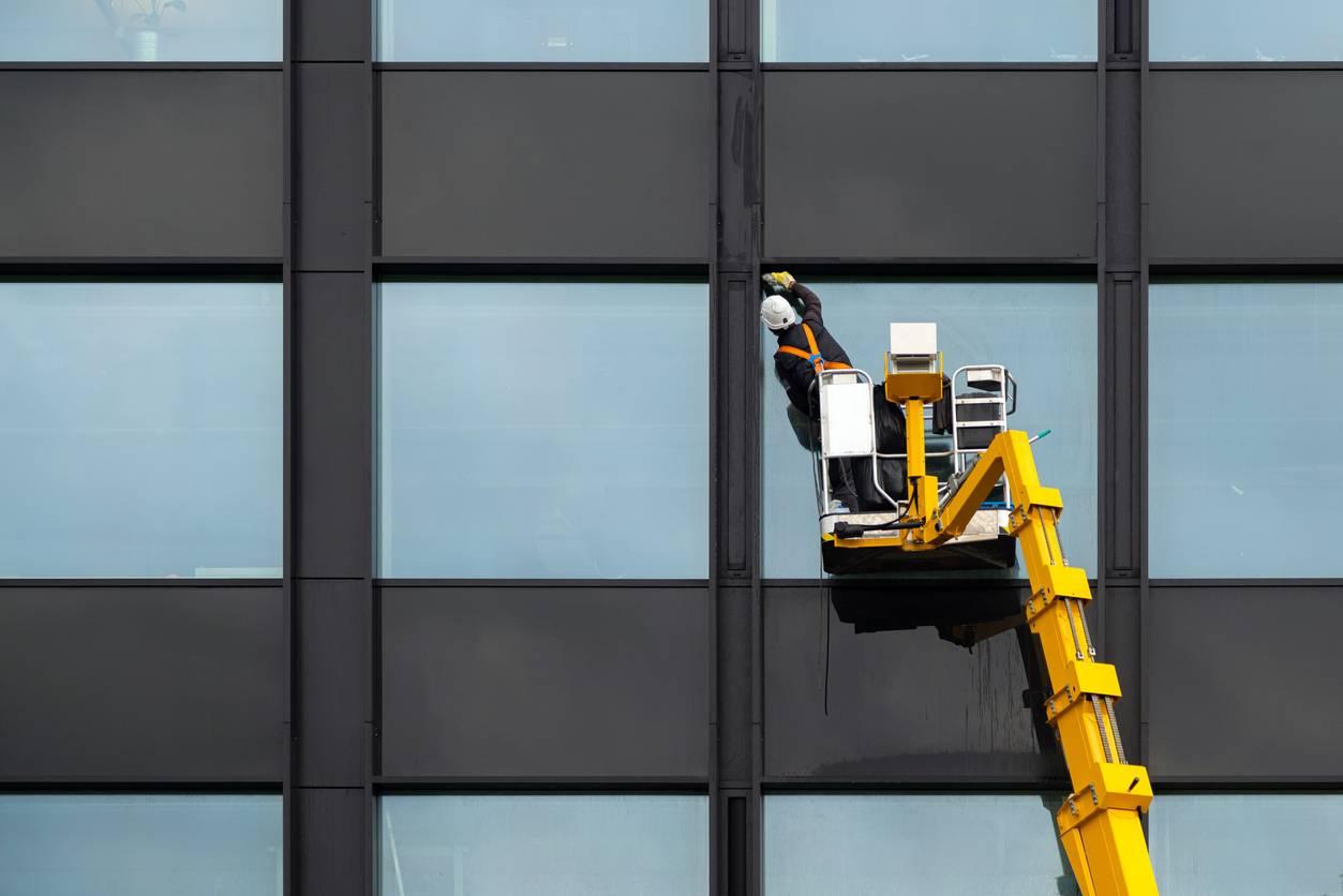 Nettoyage de vitre sur immeuble