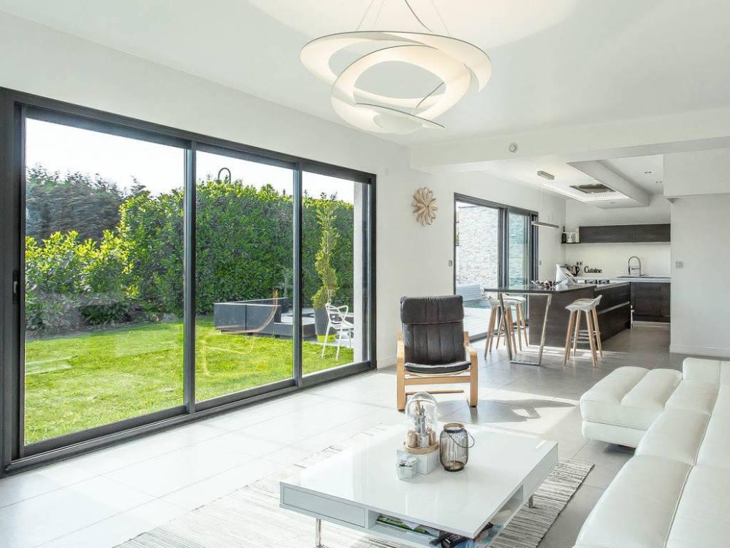 Baie vitrée pour maison contemporaine