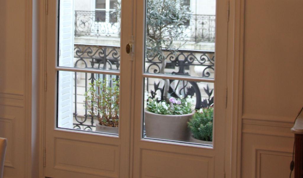 Le charme inntemporel de la fenêtre bois