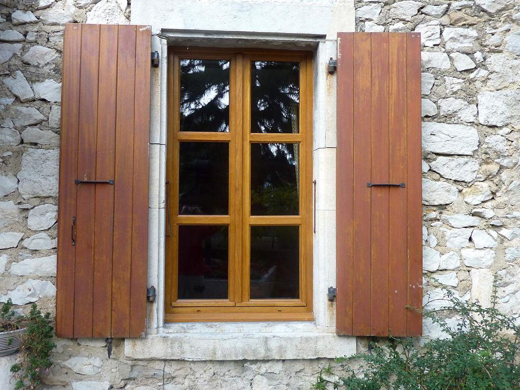 La fenêtre bois associe le charme de l'authenticité à une très bonne isolation thermique