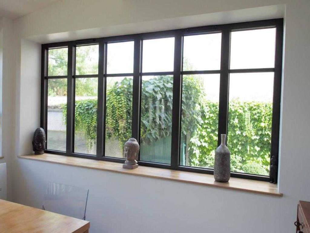 Fenêtre atelier : l'esprit industriel dans votre maison