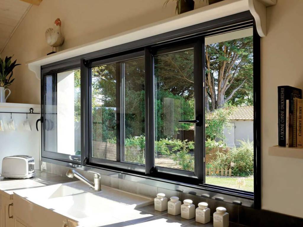 Fenêtre coulisssante dans une cuisine