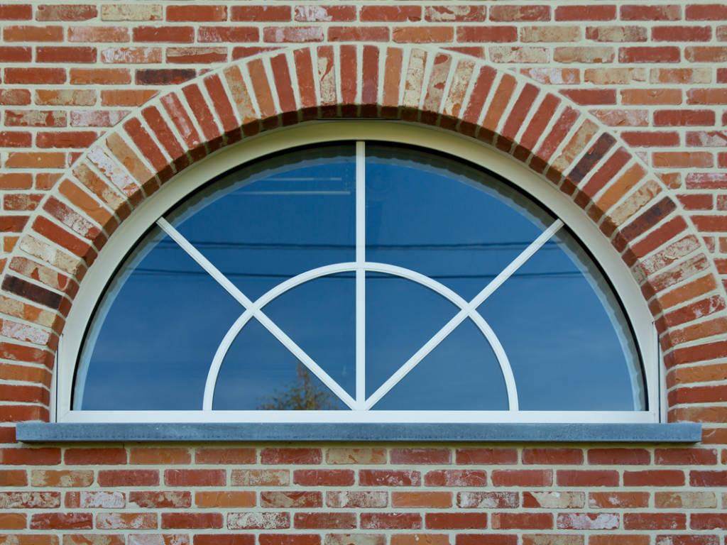 Fenêtre demi lune, une forme ancienne qui redevient moderne