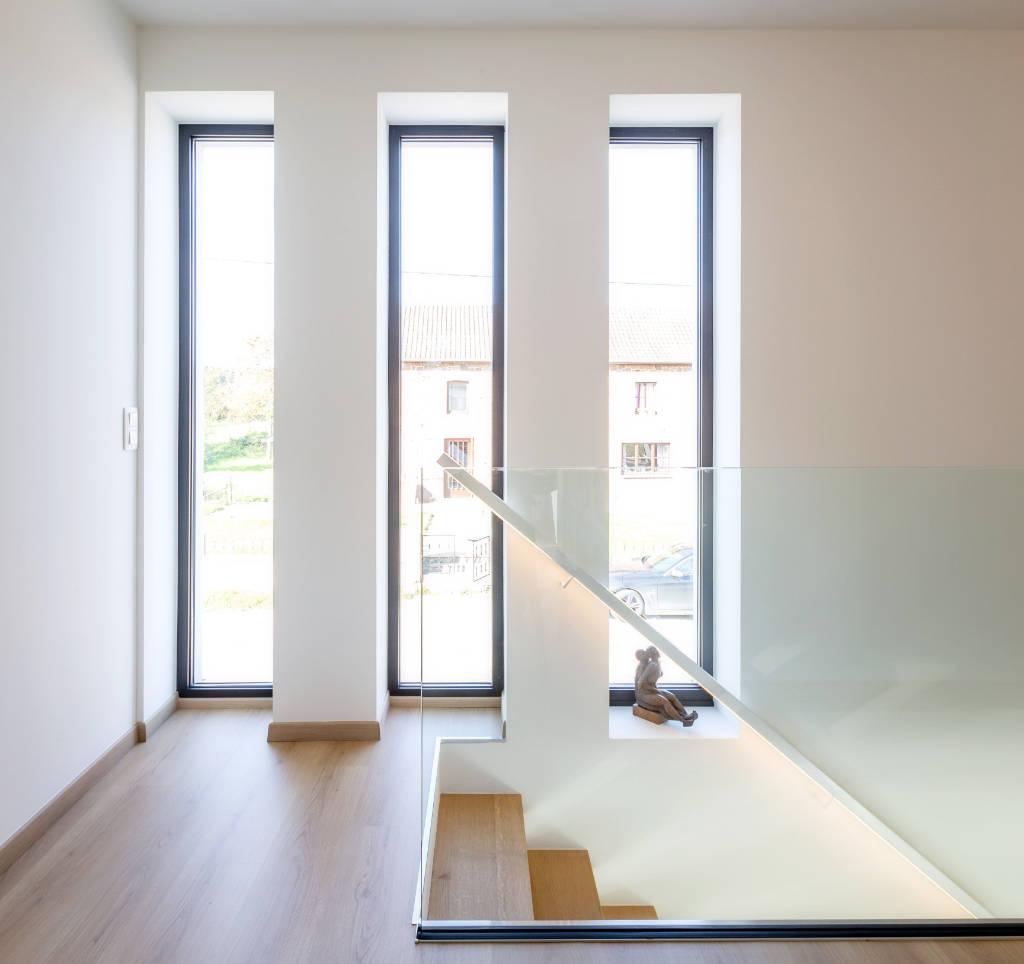 Pour un look moderne, utilisez la fenêtre fixe en forme de meurtrière
