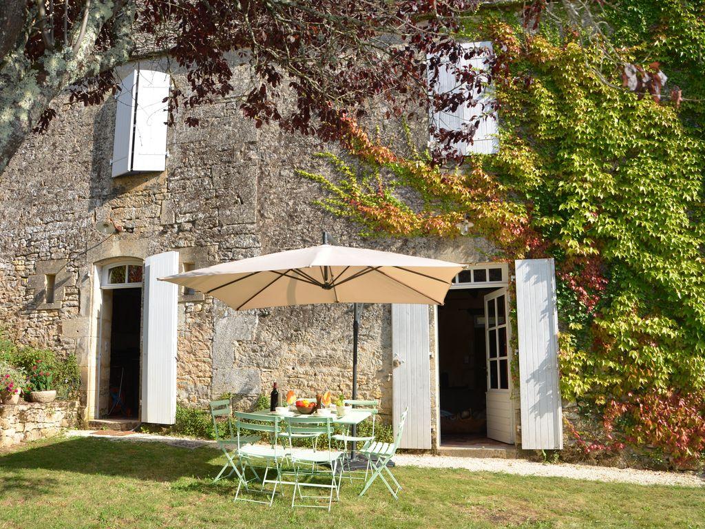 De nouvelles fenêtres qui respectent le style d'une maison ancienne