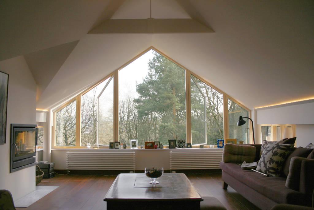 Grande fenêtre triangle sur un pignon