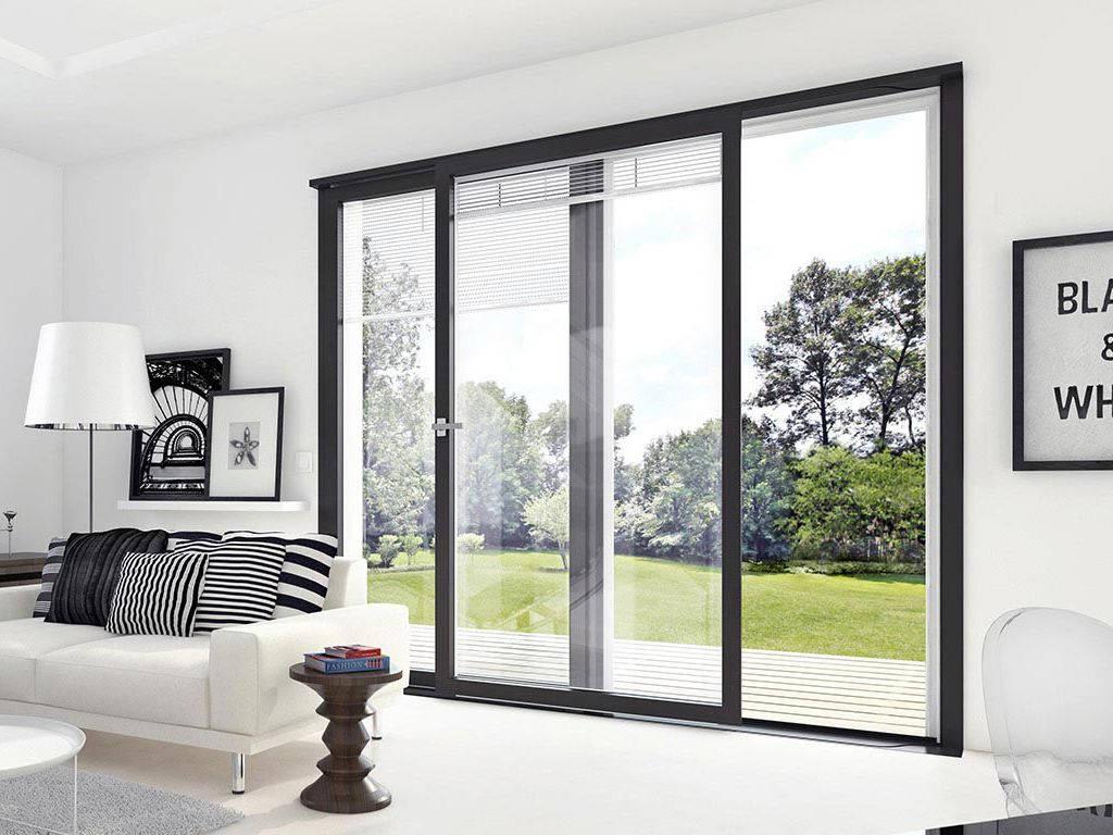 Quelle baie vitrée choisir : alu ou bois, vitrage, dimension